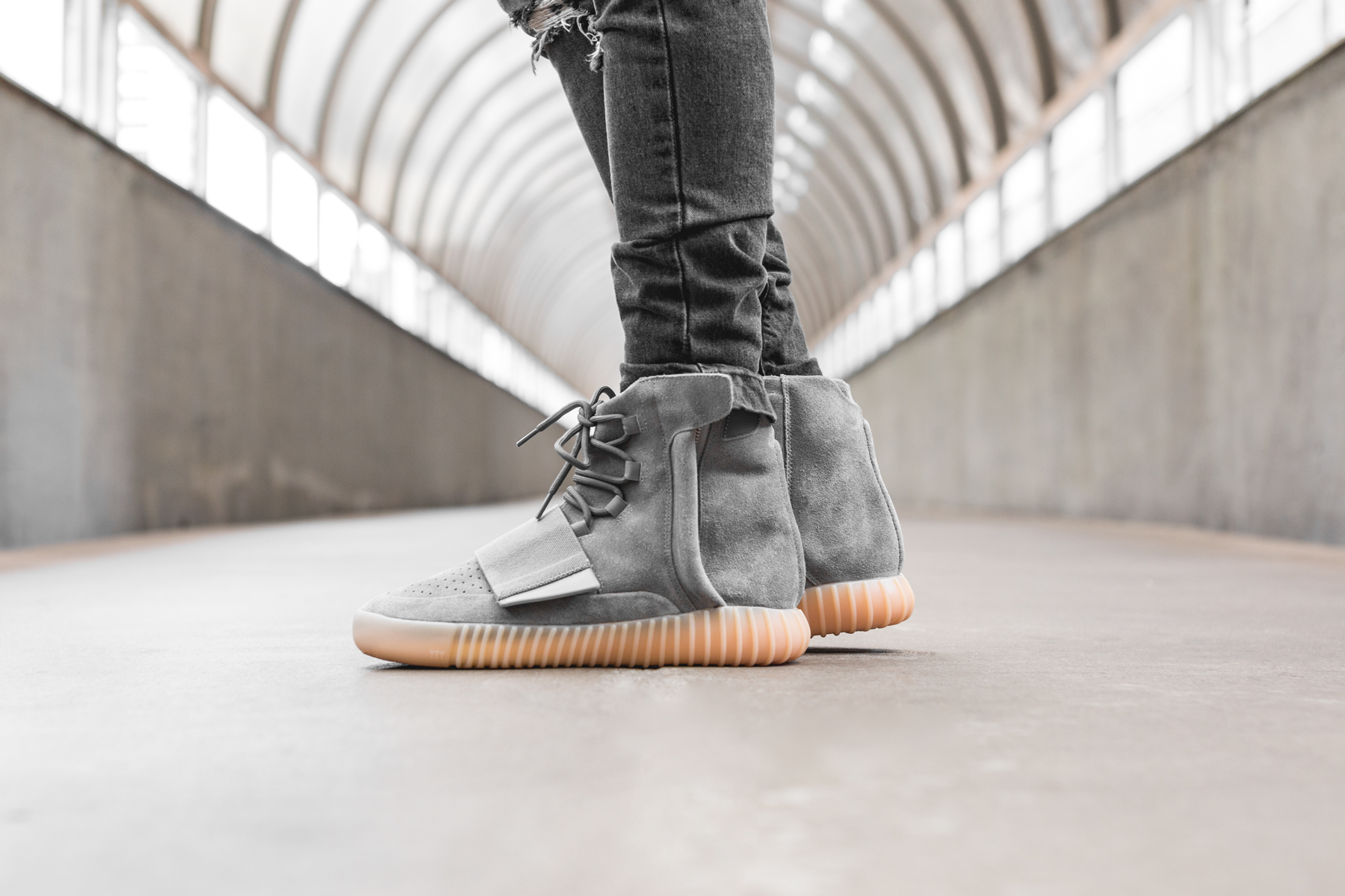 adidas-Yeezy-Boost-750-Light-Grey-Gum-5